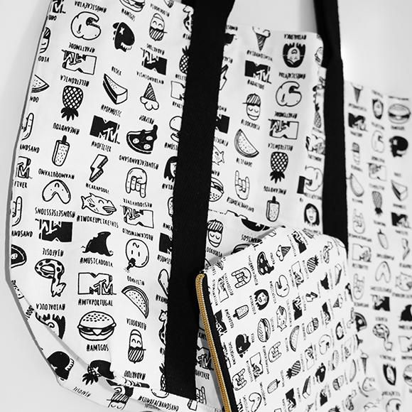 """Mala ou bolsa de praia feita em 100% Algodão com impressão """"All around"""". Medidas e impressão à imagem do cliente."""